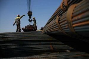 Minério de ferro avança 2,5% na véspera de feriado de uma semana na China