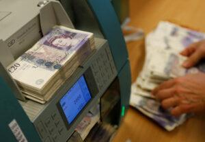 Famílias ajudam a limitar danos à economia britânica no 2º tri