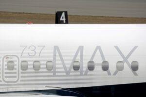 Boeing e FAA analisam problema de fiação em 737 MAX