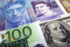 Dólar recupera-se de mínimas de 2 semanas, volatilidade do euro sobe
