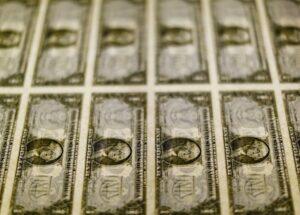 Dólar-tem-leve-queda-após-recorde-mas-segue-acima-de-R430-por-temores-sobre-coronavírus